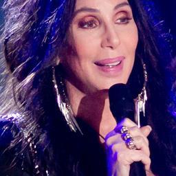 'Cher aangeklaagd om racistische uitlatingen'
