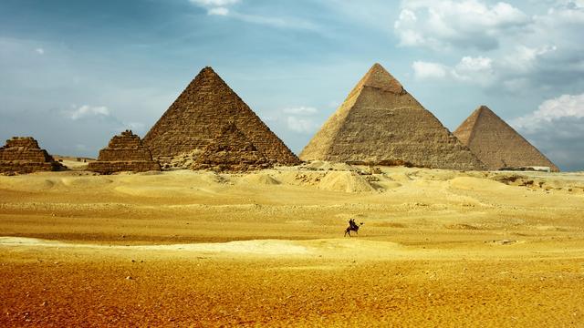 Mysterieuze 'hittevlekken' ontdekt op Egyptische piramides