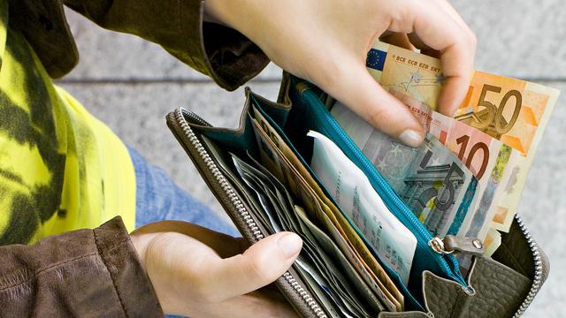 Huishoudens hebben meer te besteden in eerste kwartaal