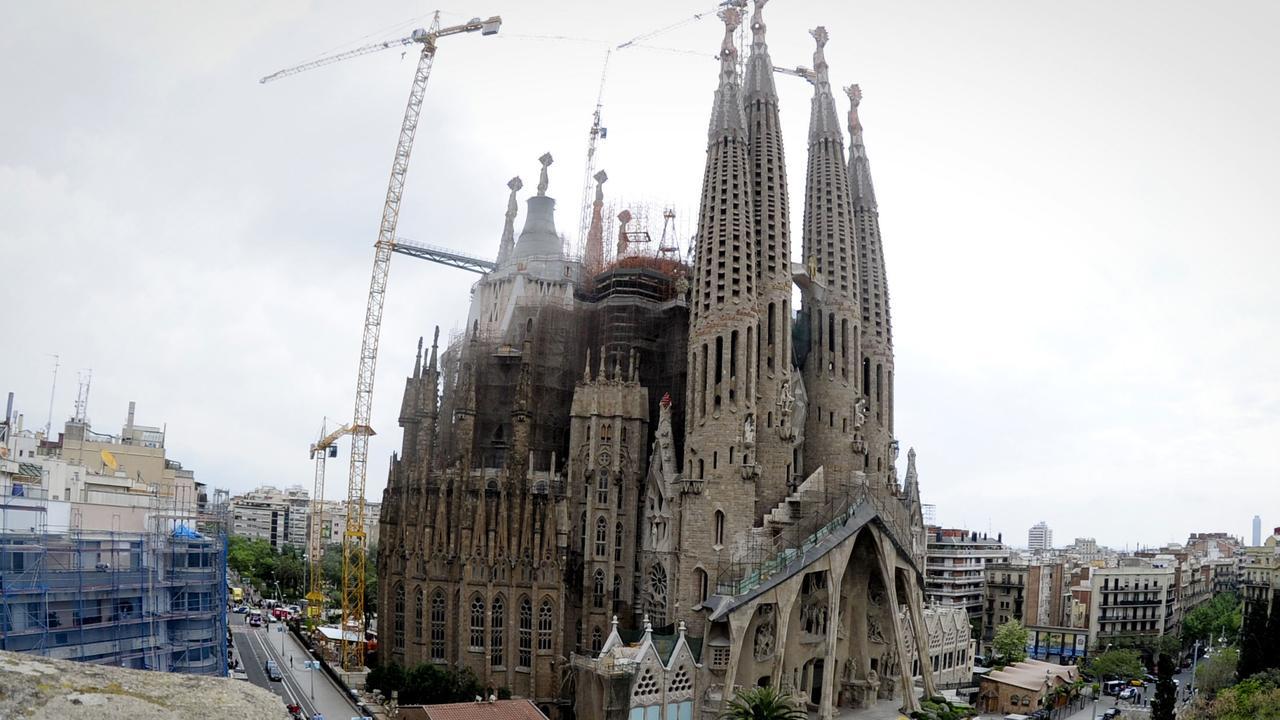 Nederlandse studenten bouwen sagrada familia van ijs nu for Architecture celebre
