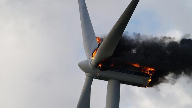 Dode bij brand in windturbine Ooltgensplaat
