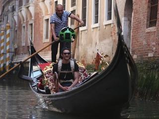 Duo kon niet terug naar hostel omdat er geen waterbussen meer voeren
