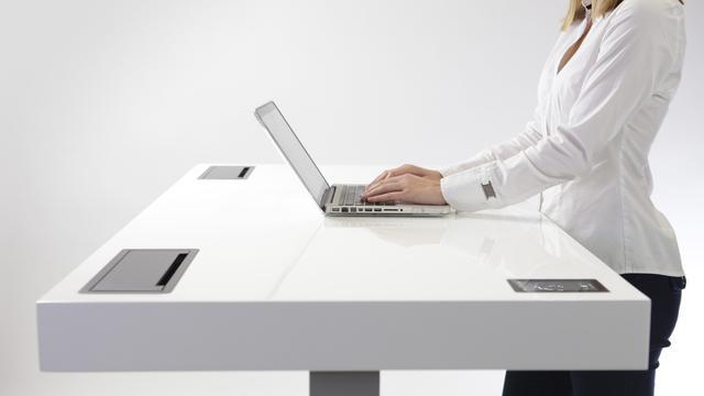 slim bureau beschikt over wifi en bluetooth nu het laatste nieuws het eerst op. Black Bedroom Furniture Sets. Home Design Ideas