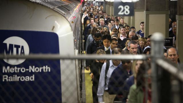 Vrouw voor metro geduwd in New York