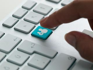 Facebook, Google en Twitter gaan illegale haatzaaierij binnen een dag verwijderen