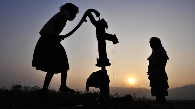 Elk dorp op Noord-Beveland krijgt waterpomp