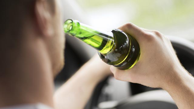 Dronken Yersekenaar rijdt zonder geldig rijbewijs