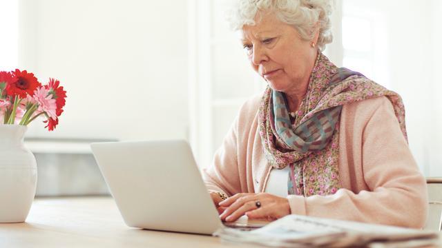 Ook ouderen winkelen steeds meer online