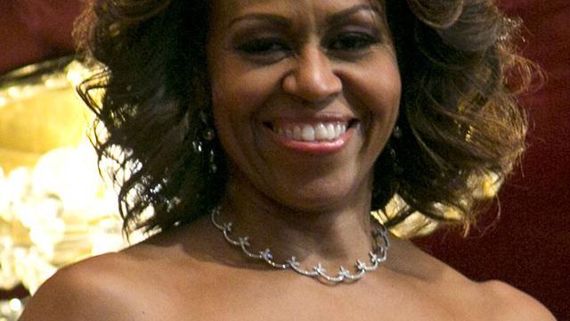 Michelle Obama helpt kinderen de Kerstman te 'volgen'
