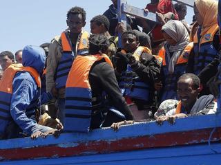Aan boord zijn ruim zevenhonderd migranten