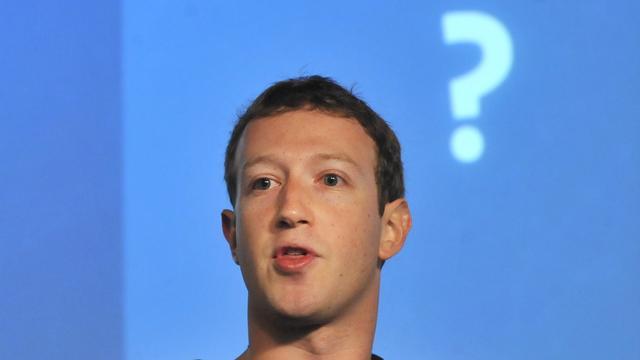 Zuckerburg wil niet over zijn graf regeren bij Facebook