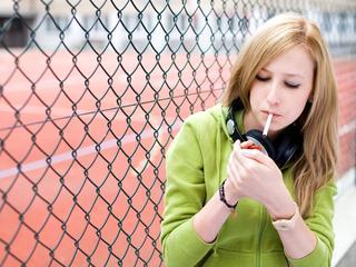 53 procent van middelbare scholen heeft nu rookvrij schoolplein
