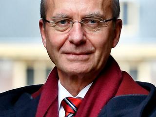 Minister Kamp vindt dat bedrijfsleven meer moet investeren in onderzoek