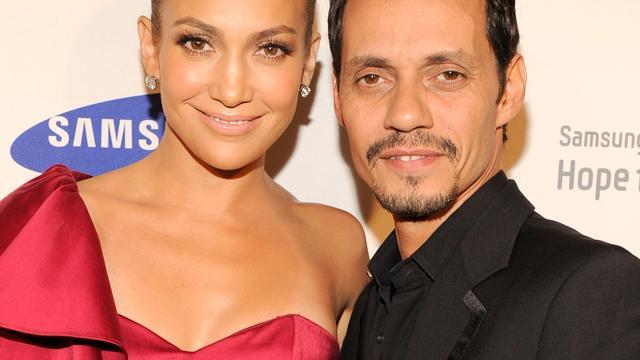 Jennifer Lopez en Marc Anthony zoenen bij optreden Latin Grammy Awards