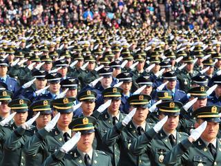 Hoge officieren dwingen ondergeschikten vaak tot drinken alcohol