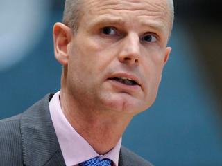 Overdracht is geen bezuiniging volgens minister Blok