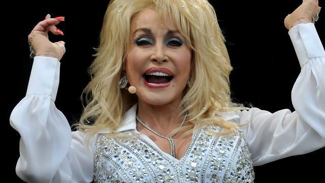 Dolly Parton draagt iedere dag een andere pruik