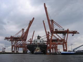 In 2013 is 388 miljoen ton goederen via zee aangevoerd