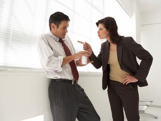 Zo ga je om met romantische en professionele relaties op de werkvloer