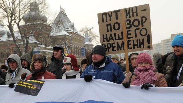 Russen straat op voor en tegen regering