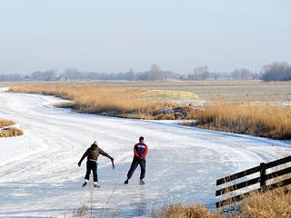 Rond de route van de Elfstedentocht heeft het de afgelopen nacht licht tot matig gevroren. 'Met een halve centimeter groei mag je blij zijn.'