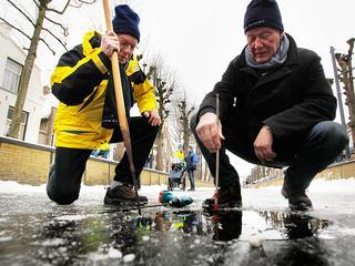 Volgens de rayonhoofden is het ijs nog niet dik genoeg om de tocht te rijden. Op delen is het zelfs dunner geworden.