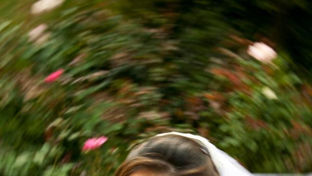 Vrouw trouwt gebouw in Seattle