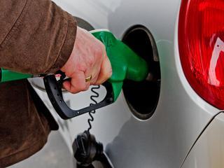 Liter euro 95 vorige maand 10 cent gedaald