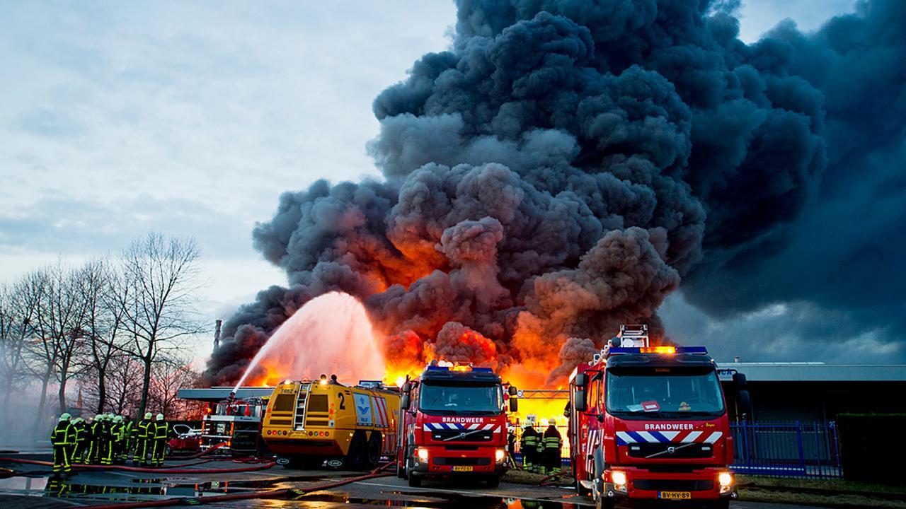 Chemische brand Chemie-Pack na uren bedwongen