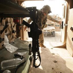 Helmen en kogelwerende vesten naar Koerden Irak