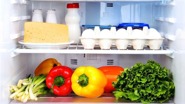 Buurtkoelkast tegen voedselverspilling opent in Zuilen