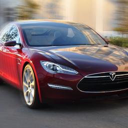 'Tesla laat elektrische auto's starten met iPhone'