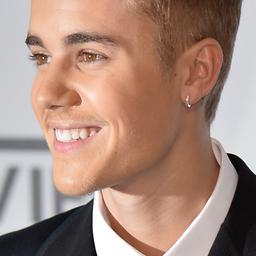 Justin Bieber ontwijkt Miranda Kerr in Parijs