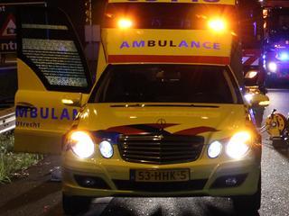 Man met onbekend letsel naar ziekenhuis gebracht