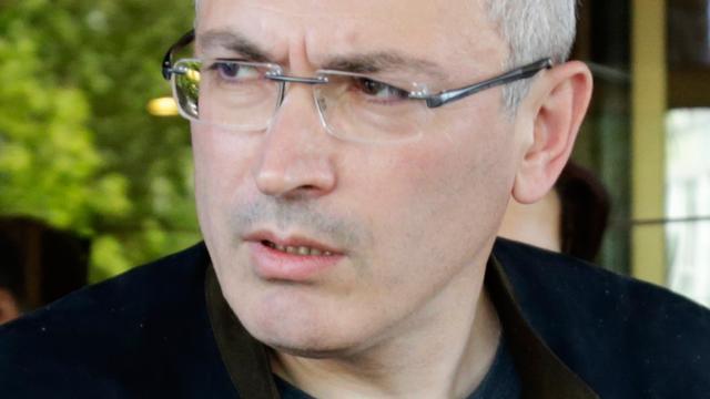 Rusland geeft internationaal opsporingsbevel uit voor criticus Chodorkovski