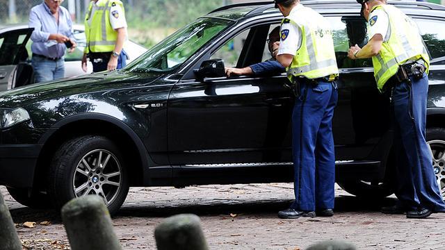 Belastingdienst neemt 21 auto's in beslag