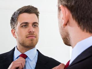 Correlatie tussen narcisme en zelfwaardering laag