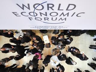 Ook zakenmensen komen naar vergadering World Economic Forum