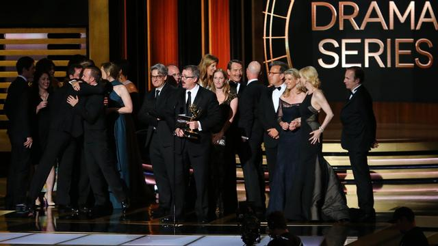 Breaking Bad en Modern Family grote winnaars bij Emmy Awards
