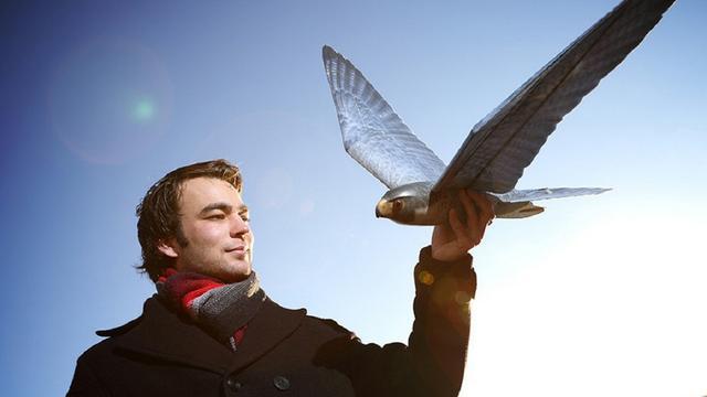 Twentse maker van robotvogels sleept 1,6 miljoen euro binnen