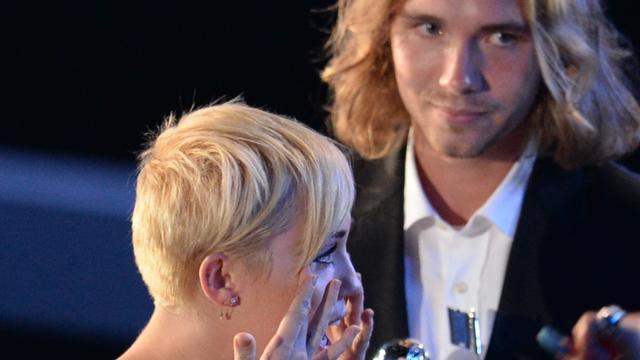 Miley Cyrus boos over klopjacht op dakloze vriend