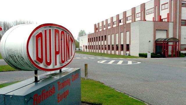 Winst chemieconcern DuPont licht omlaag