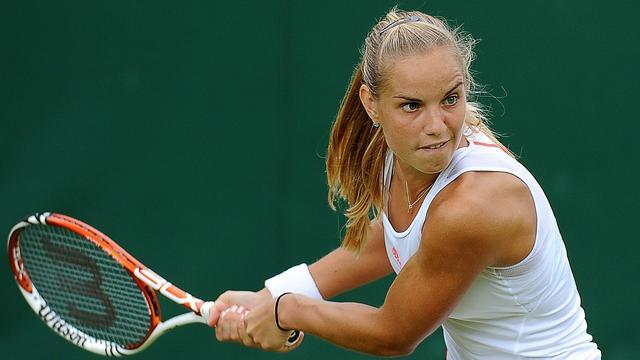 Rus wint en treft Stosur op Wimbledon