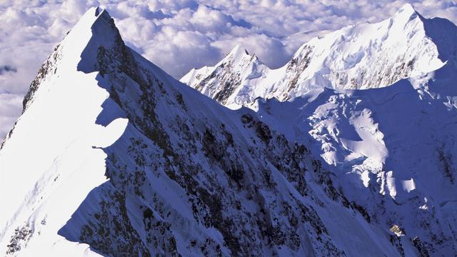 Honderden toeristen vast bij Mount Everest