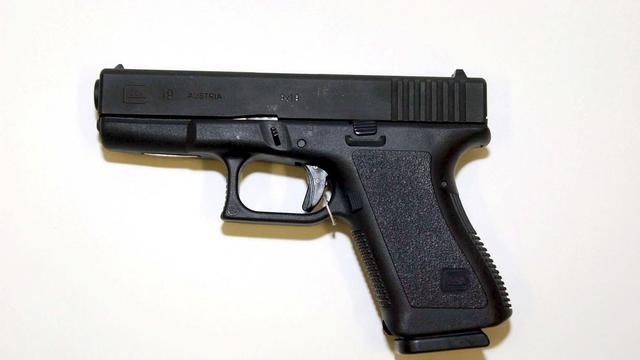 Amerikaanse verstopt pistool in haar kapsel