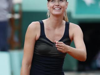 De Russin staat slechts twee games af aan Polona Hercog. In de kwartfinale wacht een zware opponente.