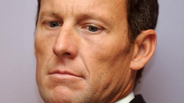 Armstrong schrapt zeven Tourzeges bij twitteraccount