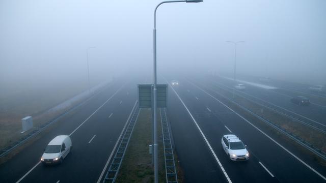 Mist hindert verkeer en luchtvaart