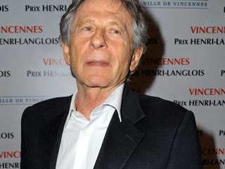 81-jarige filmmaker nog steeds in het buitenland na aanklacht wegens misbruik