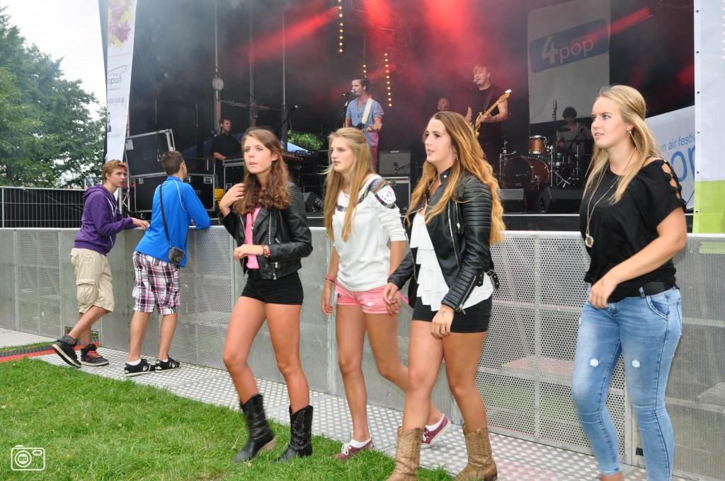 Publiek voor het podium tijdens 4pop festival in voorschoten foto 391578 de - Podium voor badkuip ...